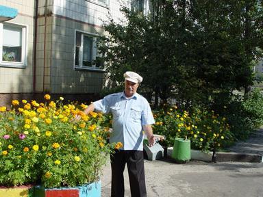 http://kavicom.ru/uploads/sub/5d4970e5_Cvetnik_vo_dvore_na_Vostocnom_(23).JPG